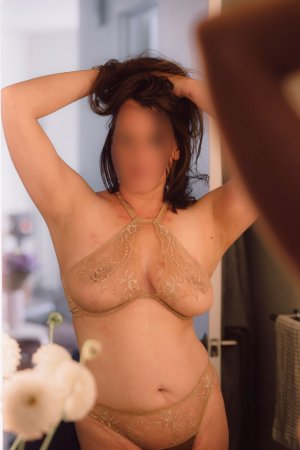 Kristal ssbbw escorts in Middleburg Heights